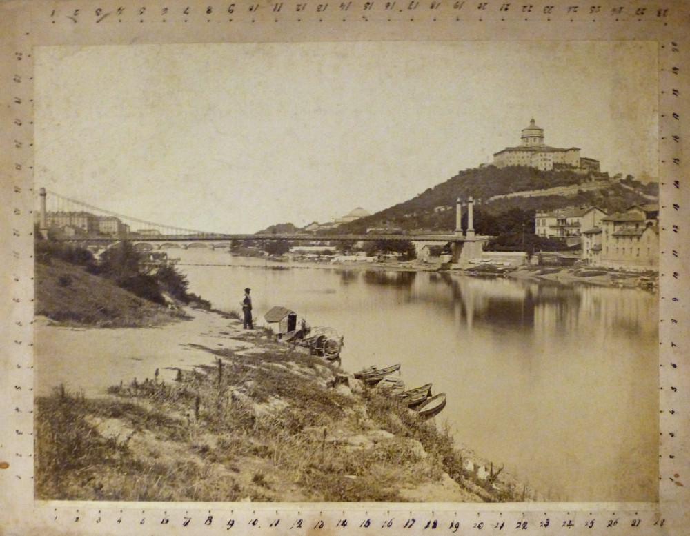 Ponte di Ferro sul Po ed il Monte dei Cappuccini. Torino, Giacomo Brogi, 1870 circa.